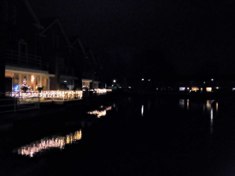 Kerstsfeer aan het waterland in Ridderkerk